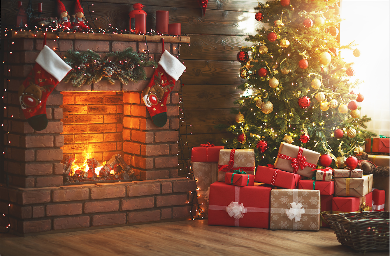Decorating-Your-Fireplace-for-Christmas